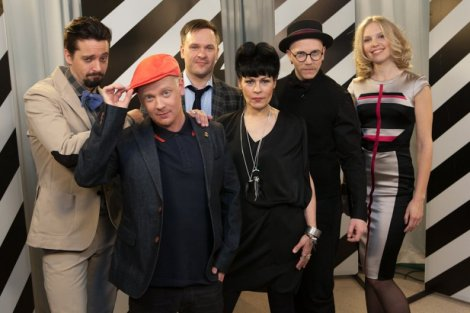 The jury members and hosts posed for press.