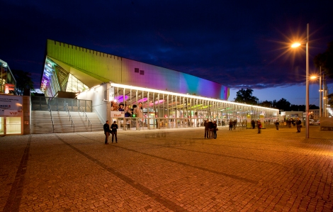 Stadthalle bei Nacht Architektur